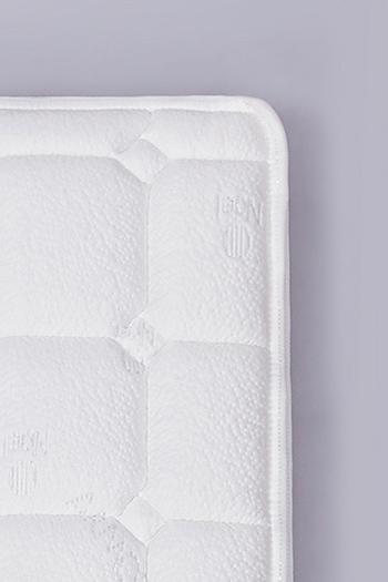 Antibakteriell, milbenbeständig, waschbar und rutschfest dank Noel Hyazinthum Gelschaum und Tencel®-Fasern.